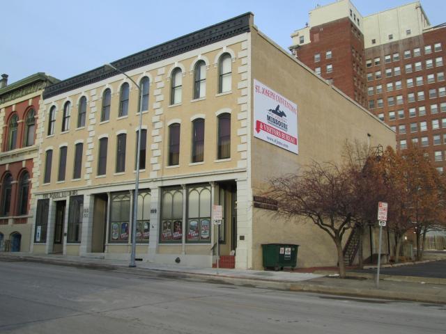S 105 4th Street Property Photo 2