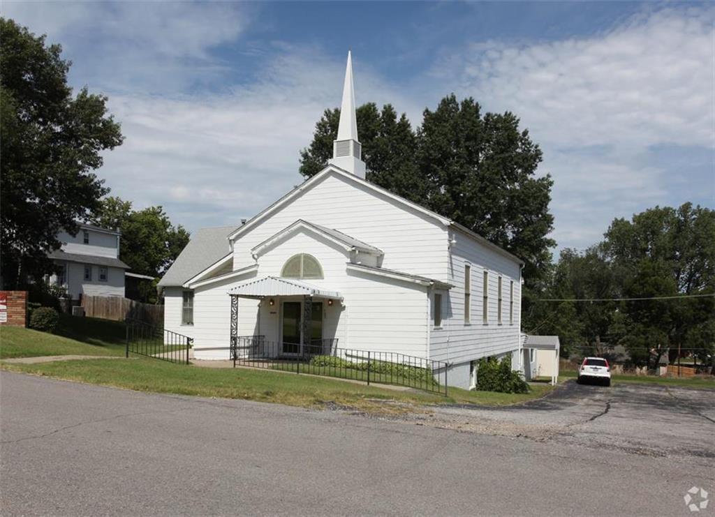 107 E Kay Street Property Photo - Lansing, KS real estate listing