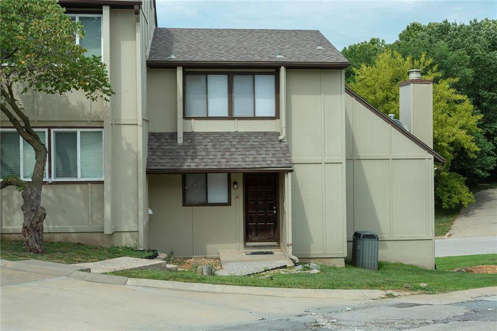 1028 NW 70th Court Property Photo - Kansas City, MO real estate listing