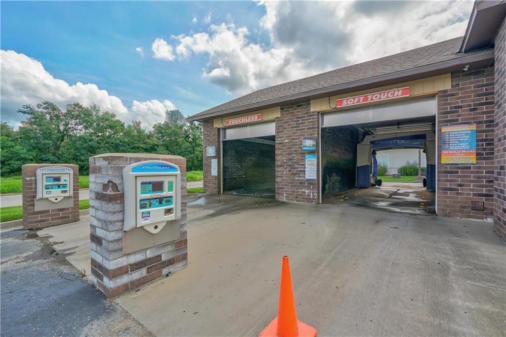 635 Ne Woods Chapel Road Property Photo 4