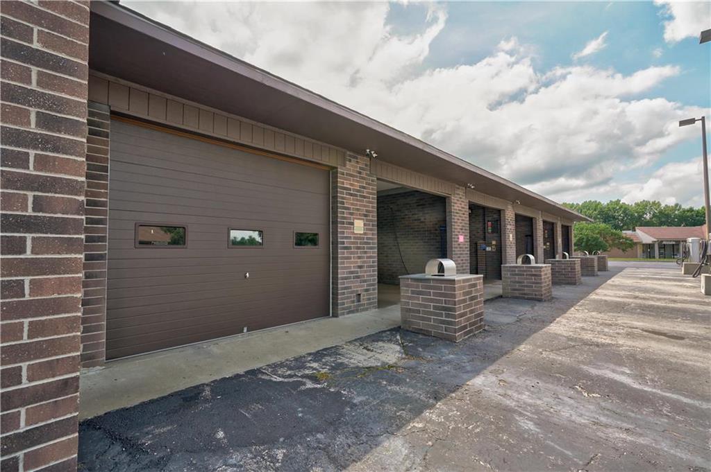 635 Ne Woods Chapel Road Property Photo 7