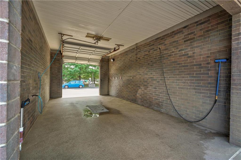 635 Ne Woods Chapel Road Property Photo 8