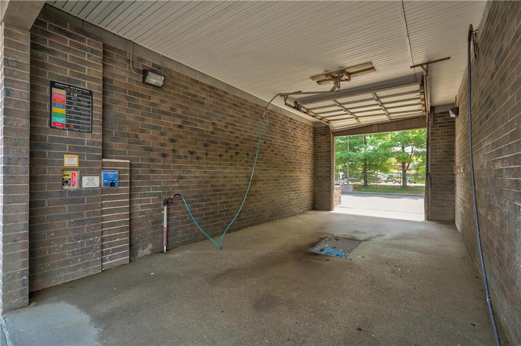 635 Ne Woods Chapel Road Property Photo 9