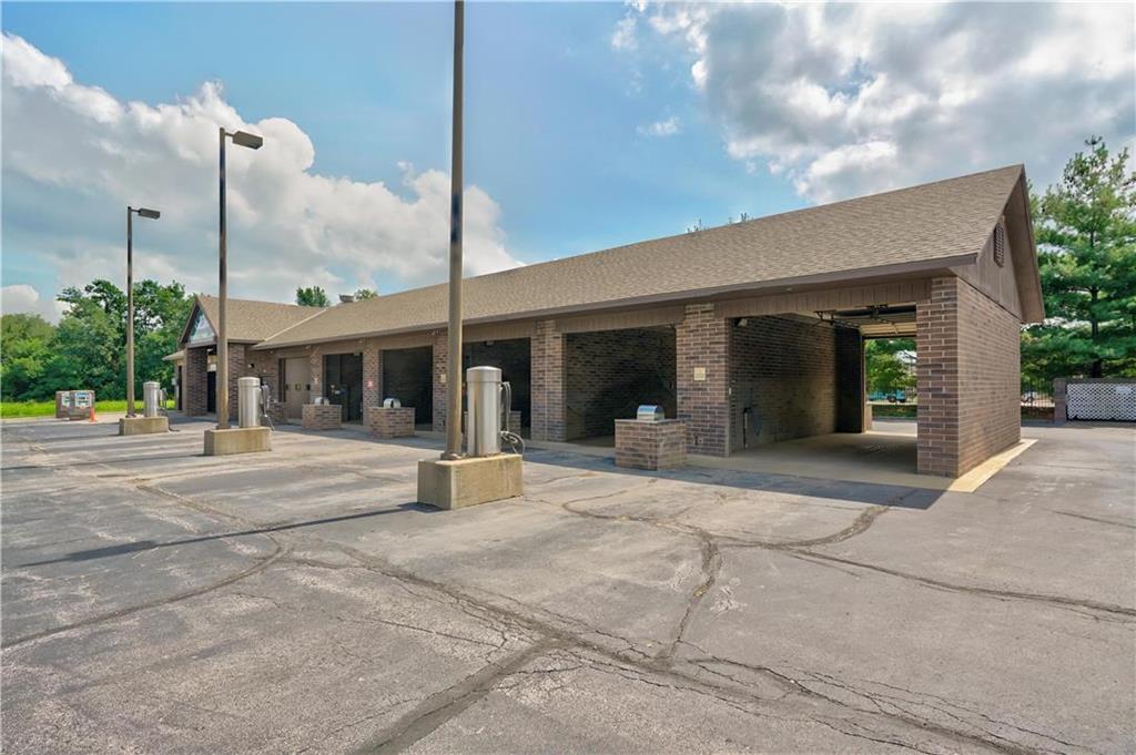635 Ne Woods Chapel Road Property Photo 10