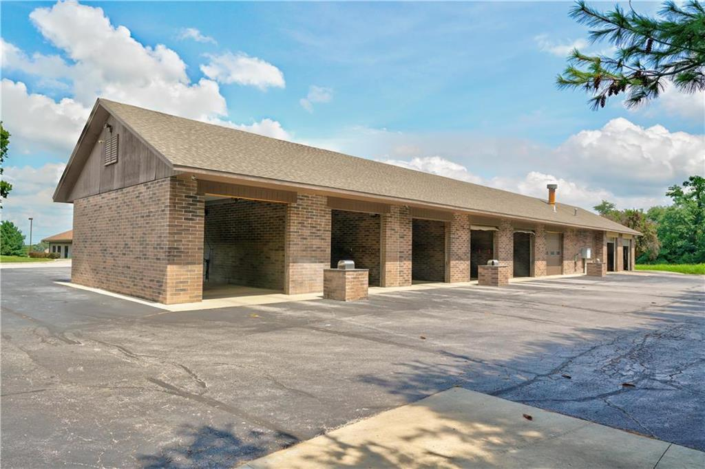 635 Ne Woods Chapel Road Property Photo 11