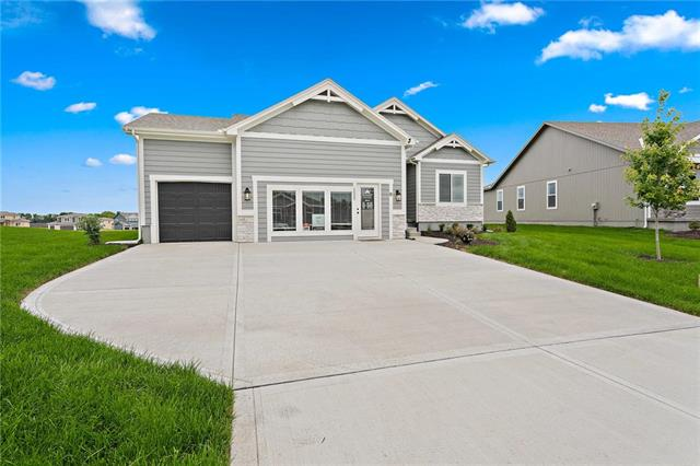 1533 SW Arbor Creek Drive Property Photo - Lee's Summit, MO real estate listing