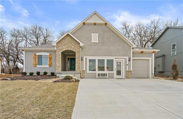 2919 SW Arbor Tree Drive Property Photo - Lee's Summit, MO real estate listing
