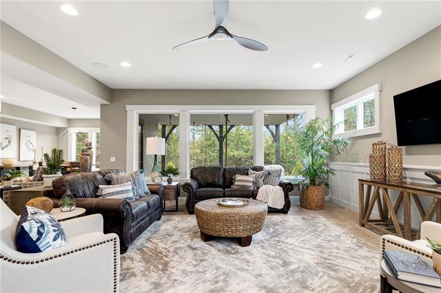21221 W 94th Terrace Property Photo 46