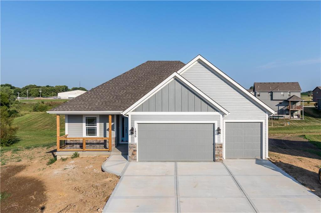 707 Apache Court Property Photo - Smithville, MO real estate listing