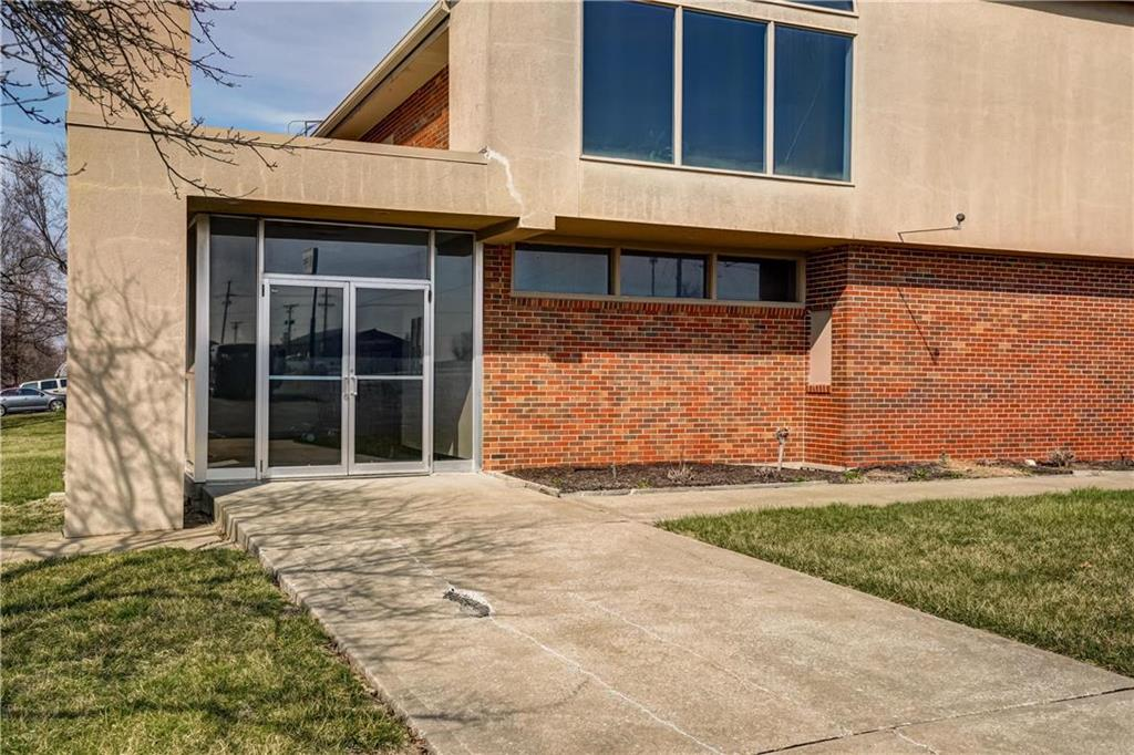 300 Se Blue Parkway Property Photo 6