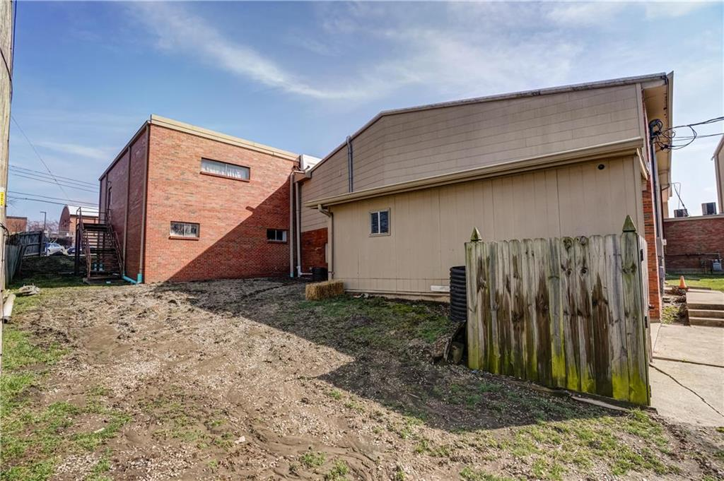 300 Se Blue Parkway Property Photo 8