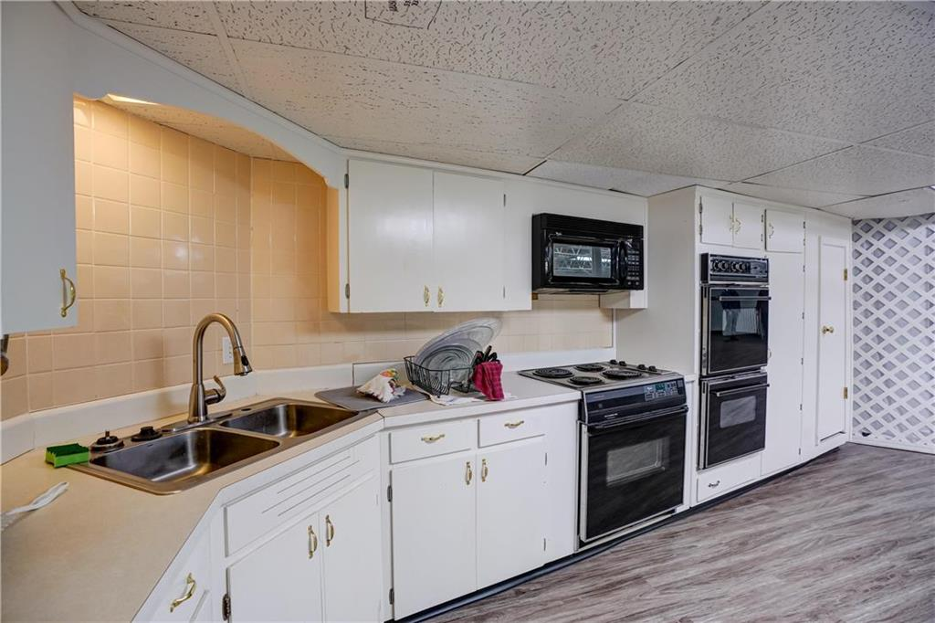 300 Se Blue Parkway Property Photo 46
