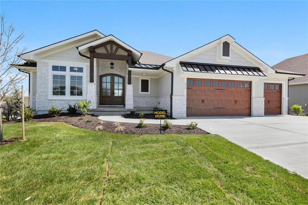 822 Bridgeshire Drive Property Photo - Raymore, MO real estate listing