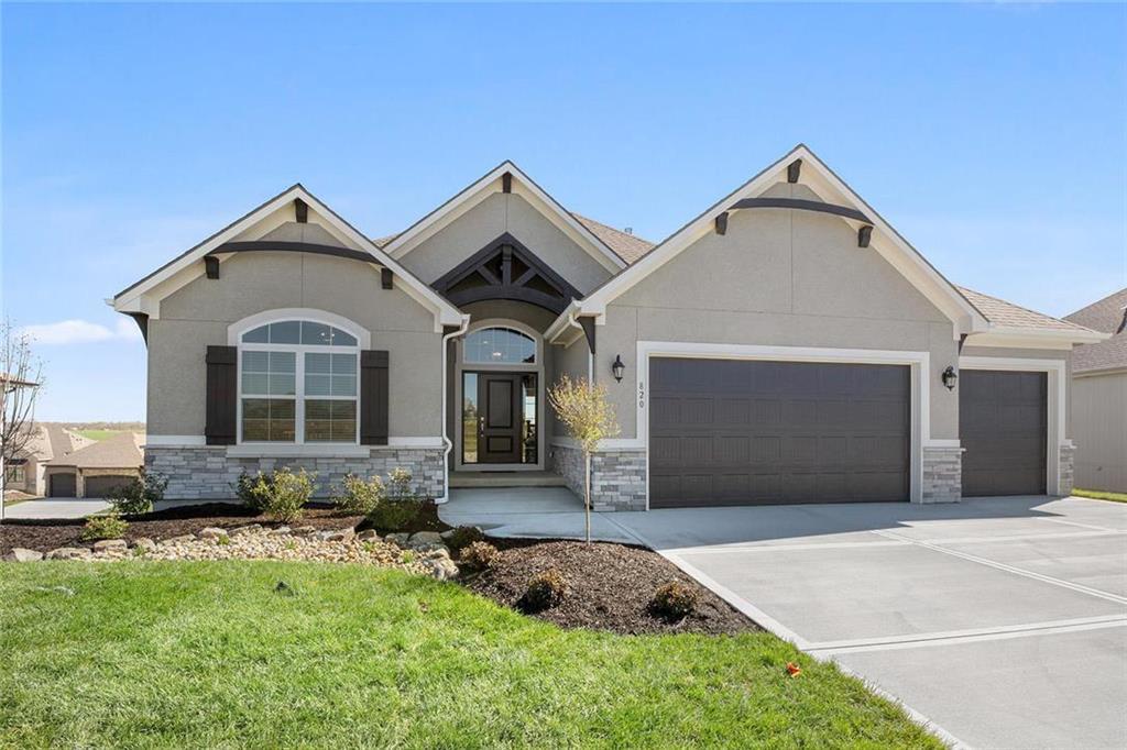 820 Bridgeshire Drive Property Photo - Raymore, MO real estate listing