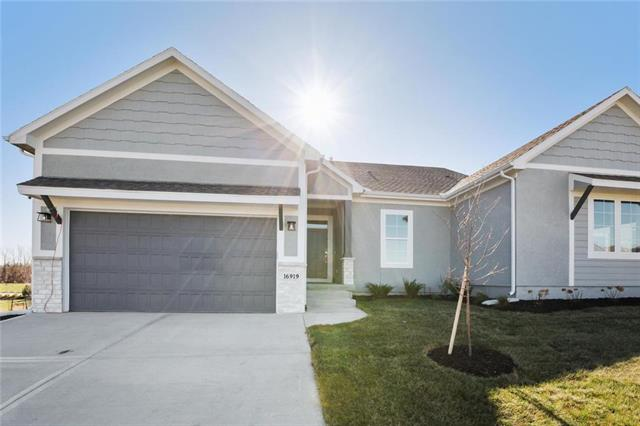 16919 S Heatherwood Street Property Photo - Olathe, KS real estate listing