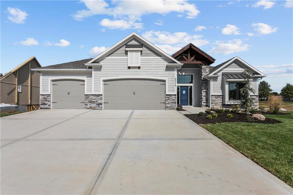 4317 S Stone Canyon Drive Property Photo - Blue Springs, MO real estate listing