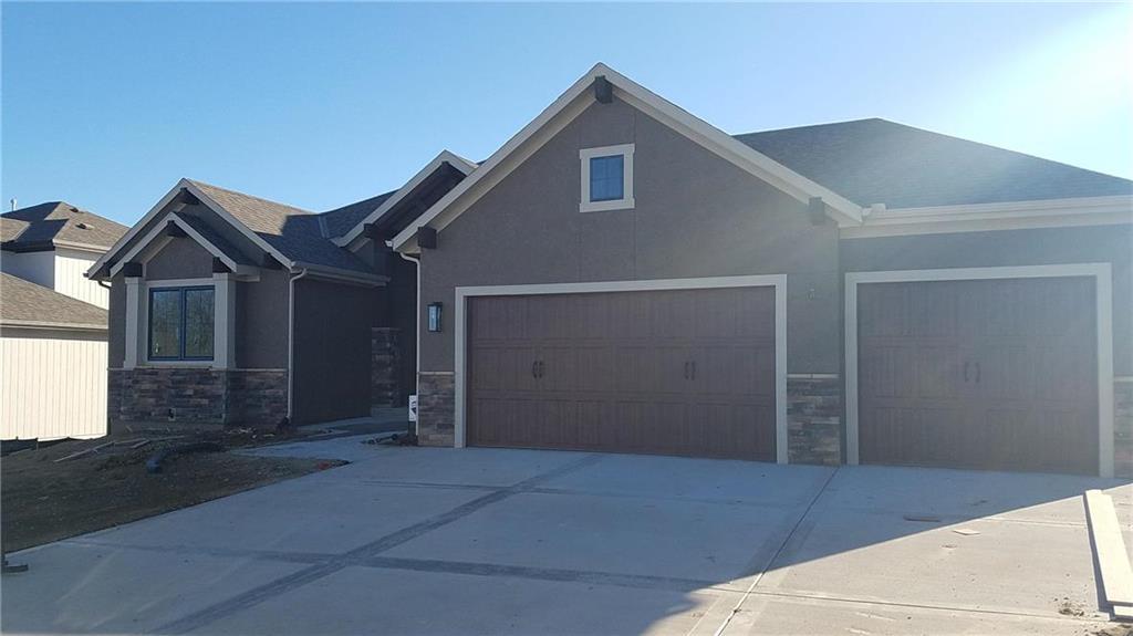 2707 NE 92nd Street Property Photo - Kansas City, MO real estate listing