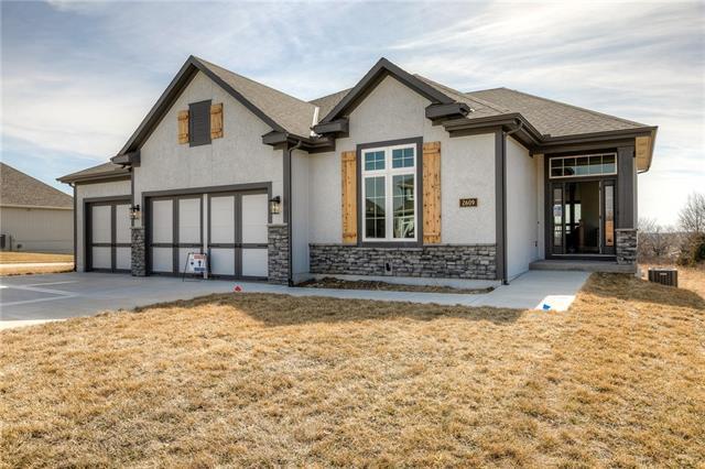 2609 NE 92nd Street Property Photo - Kansas City, MO real estate listing
