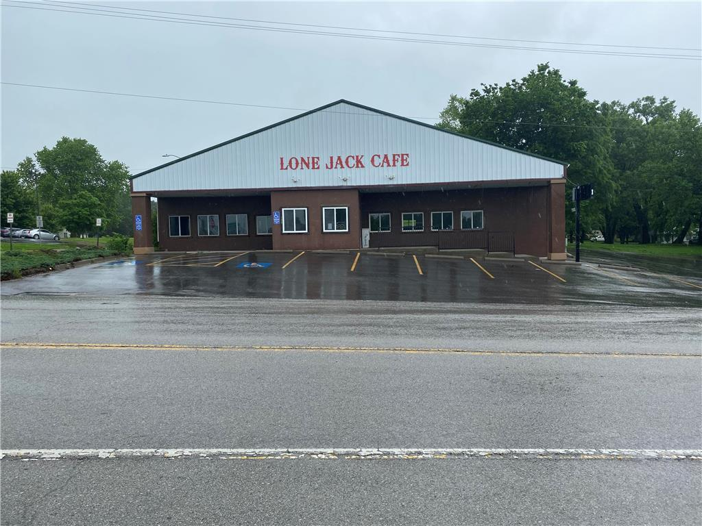 100 E Cannon Drive Property Photo - Lone Jack, MO real estate listing