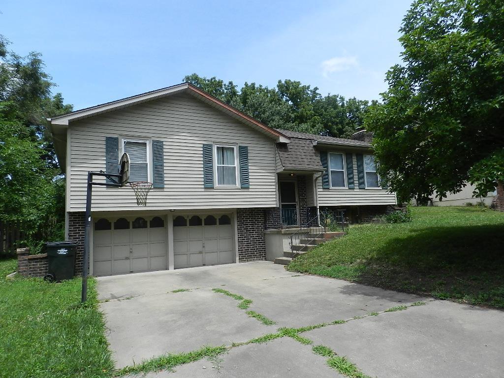 811 Englewood Street Property Photo - Lansing, KS real estate listing