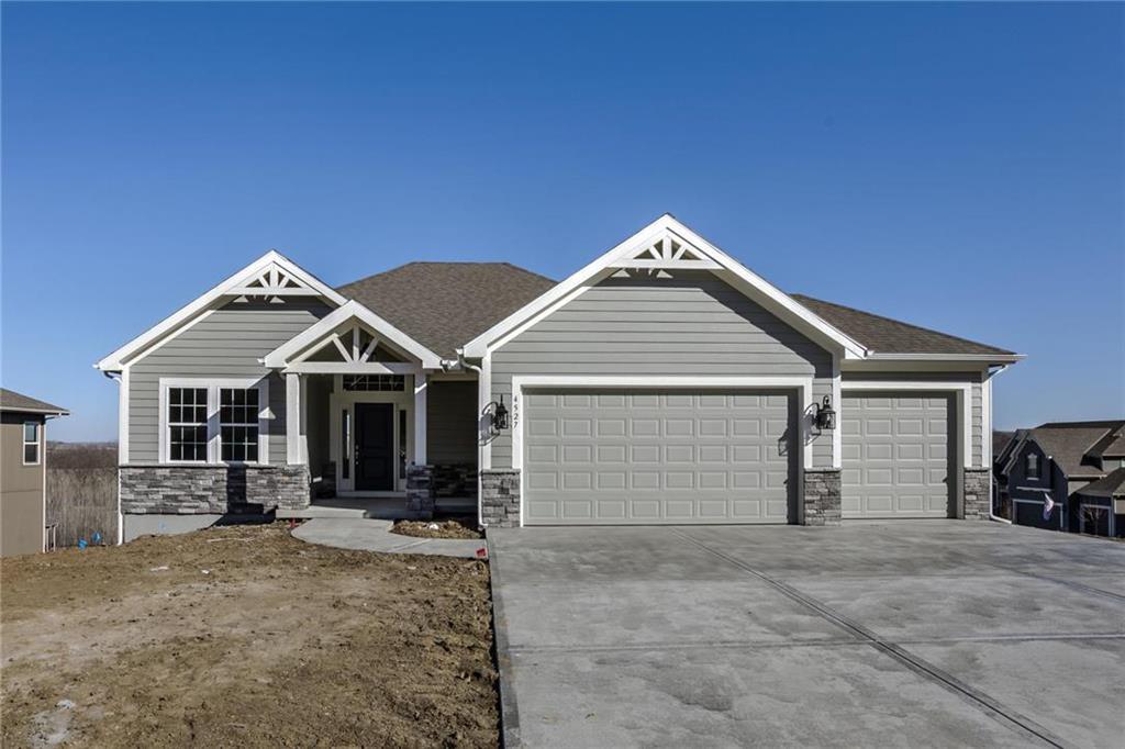 2757 W Sitka Drive Property Photo - Olathe, KS real estate listing