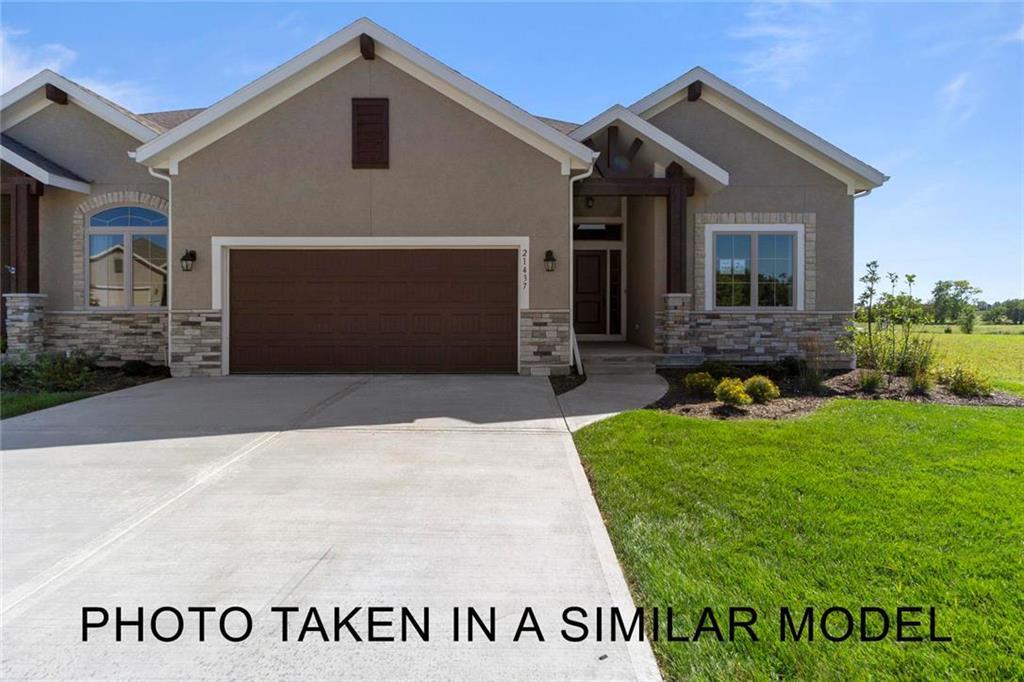 11624 S Deer Run Street Property Photo - Olathe, KS real estate listing