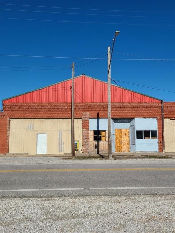 406 W 58 Highway Property Photo