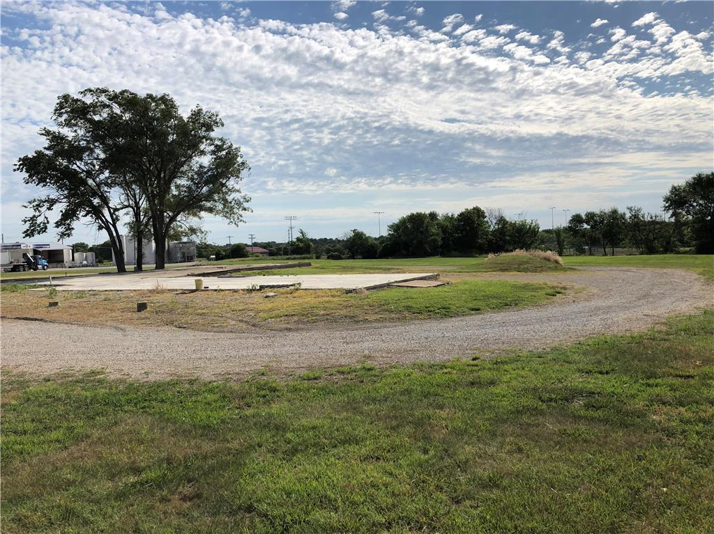 702 N Maple Street Property Photo - Garnett, KS real estate listing