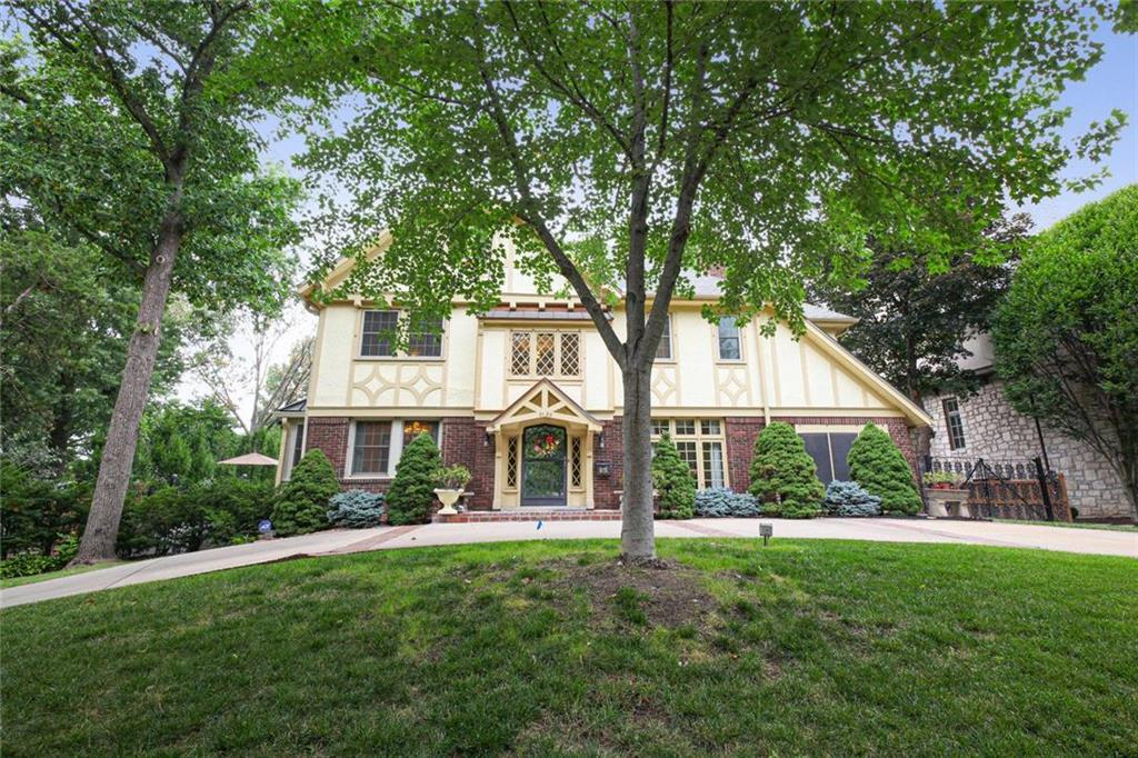 2120 Brookwood Road Property Photo - Mission Hills, KS real estate listing