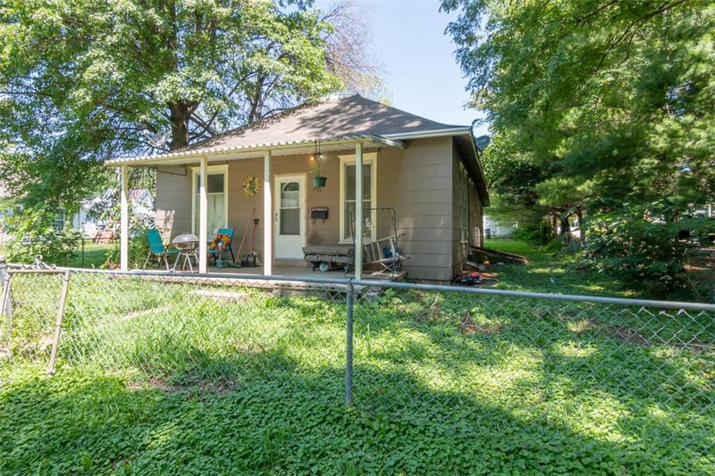 311 E Valley Street Property Photo - St Joseph, MO real estate listing