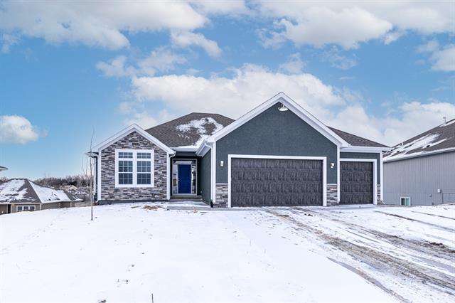 648 Oakwood Lane Property Photo - Tonganoxie, KS real estate listing