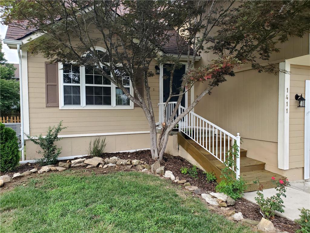 1411 Kimberly Drive Property Photo - Warrensburg, MO real estate listing