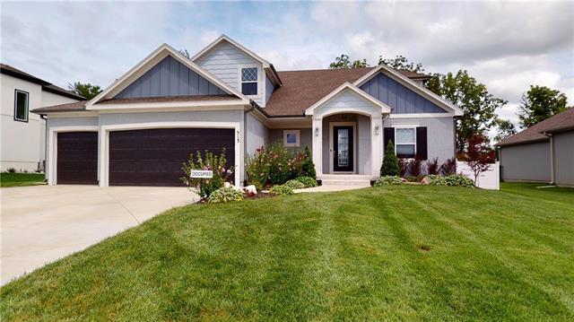 513 Ne Legacy View Drive Property Photo 2