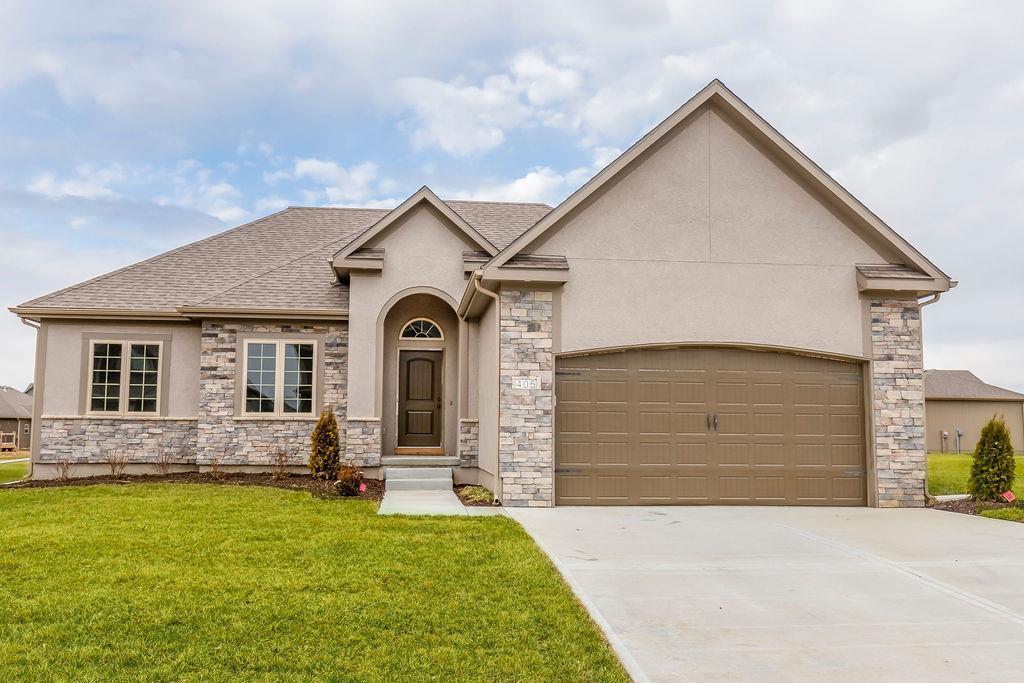 1004 SW Powell Drive Property Photo - Oak Grove, MO real estate listing