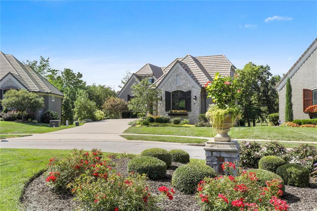 3945 W 151st Terrace Property Photo - Leawood, KS real estate listing