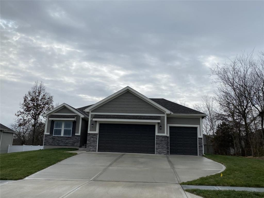 6821 Englewood Drive Property Photo - Raytown, MO real estate listing