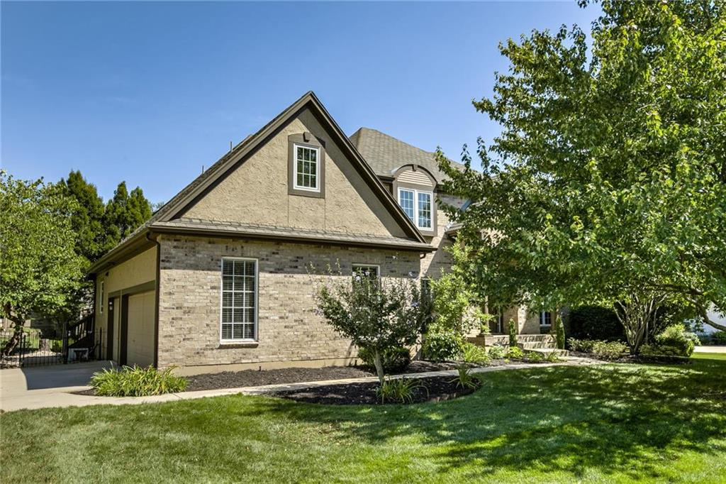14051 Manor Drive Property Photo - Leawood, KS real estate listing
