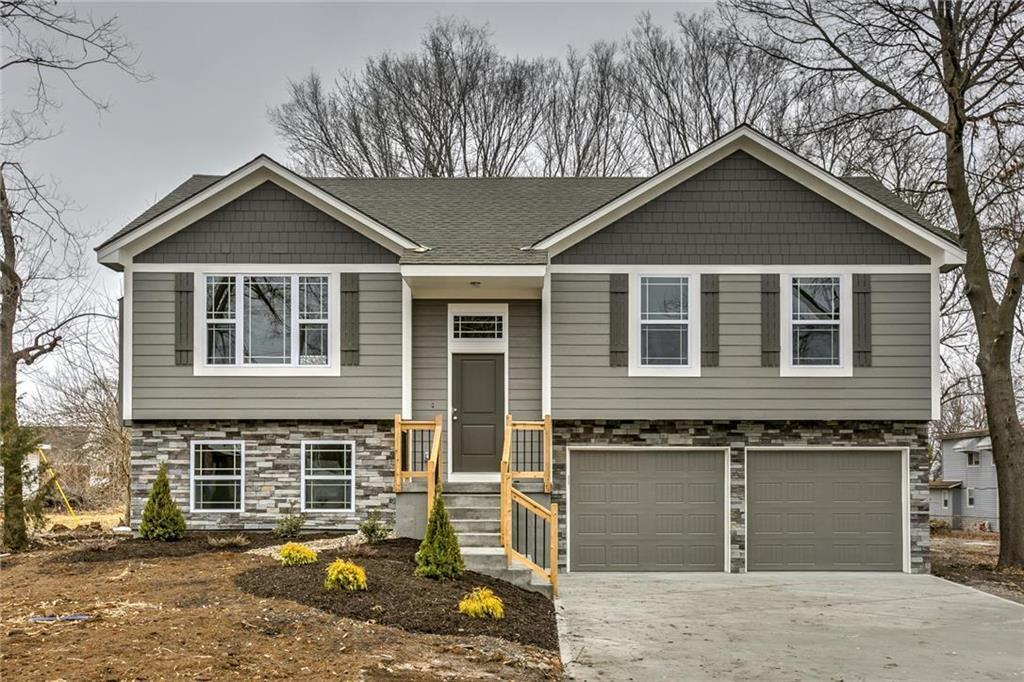 20800 Copper Creek Drive Property Photo - Peculiar, MO real estate listing