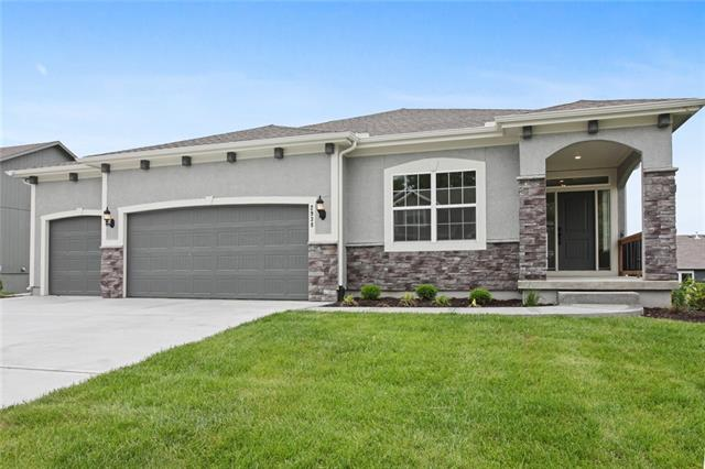 2938 SW Arbor Tree Drive Property Photo - Lee's Summit, MO real estate listing