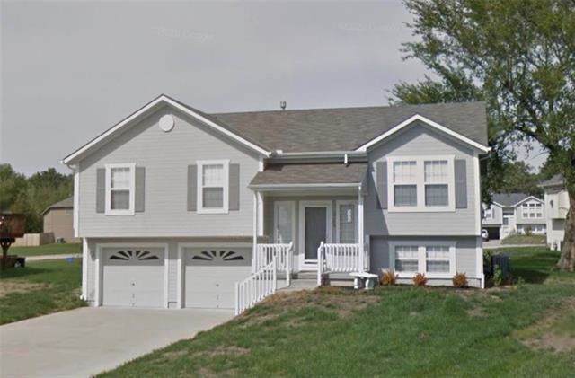 2104 Patti Lane Property Photo - Greenwood, MO real estate listing