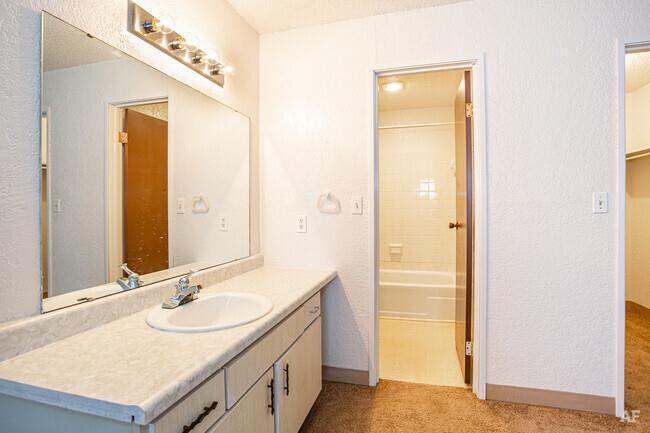 12204 Nw Heady Avenue Property Photo 6