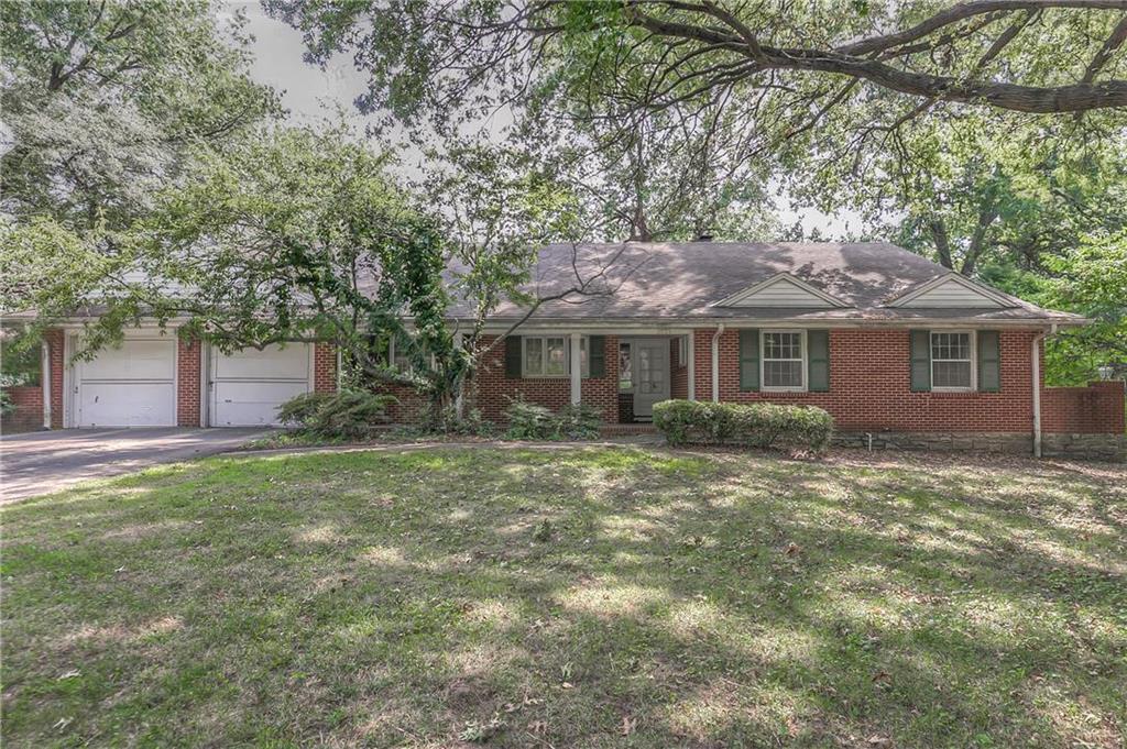 2821 W 67th Street Property Photo - Mission Hills, KS real estate listing