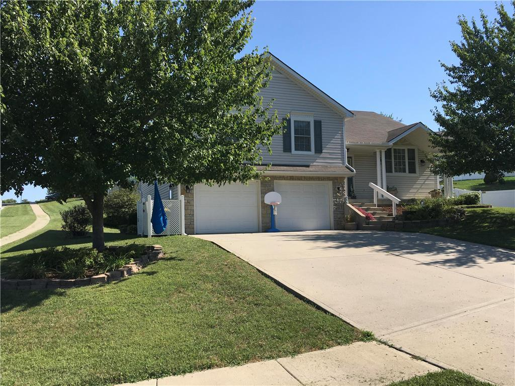 630 Hillcrest Circle Property Photo - Lansing, KS real estate listing