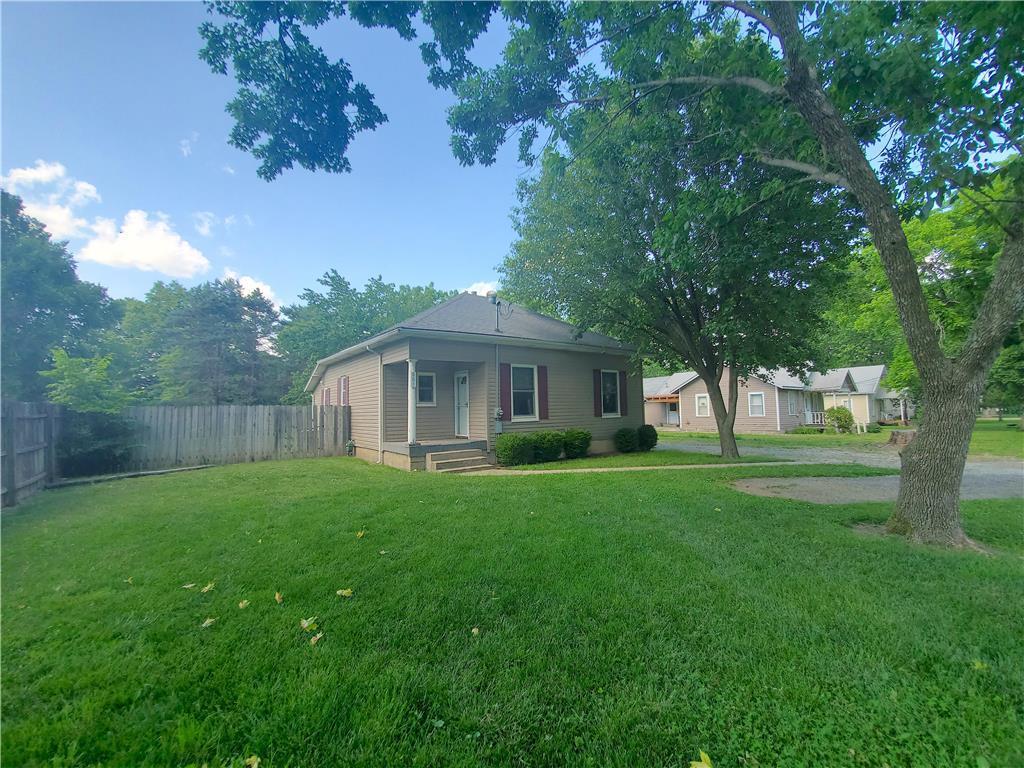801 W 4th Avenue Property Photo - Garnett, KS real estate listing