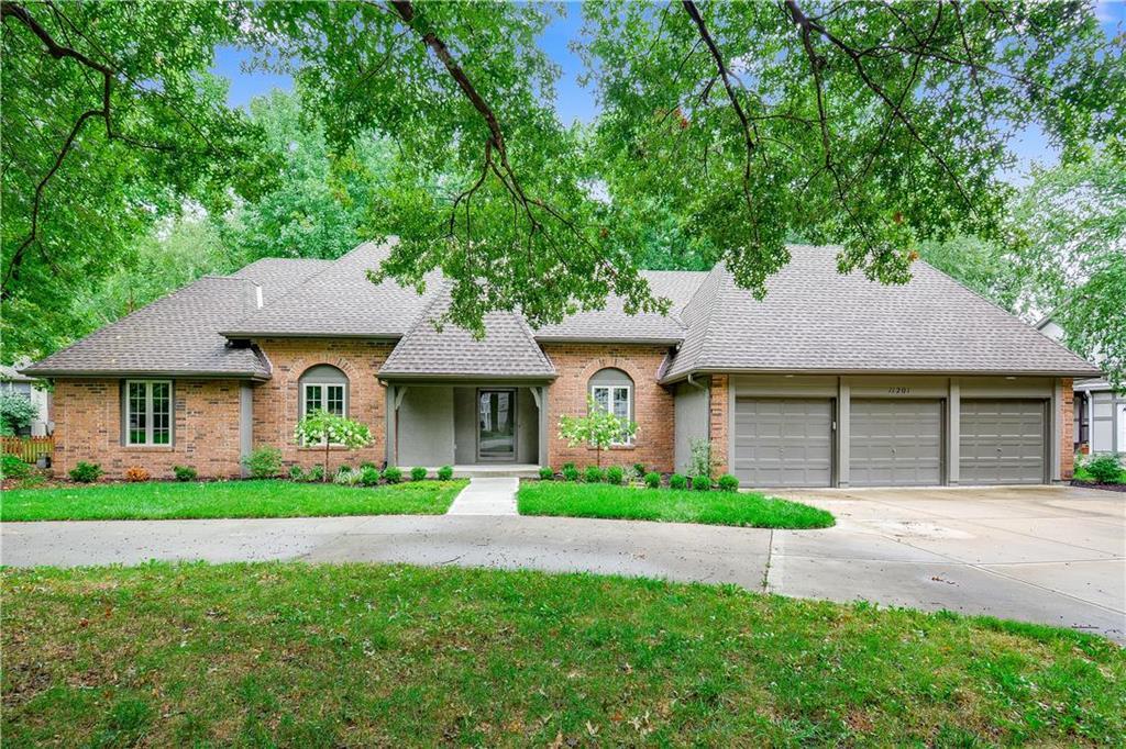 11201 Juniper Street Property Photo - Leawood, KS real estate listing