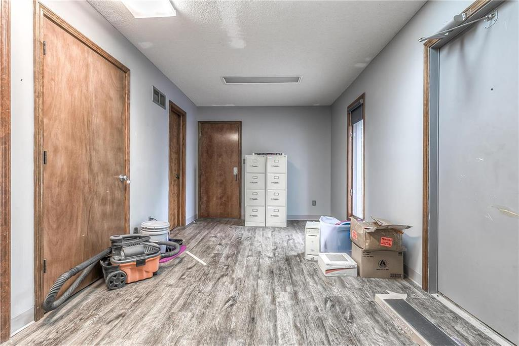 4 W Monroe Street Property Photo 15
