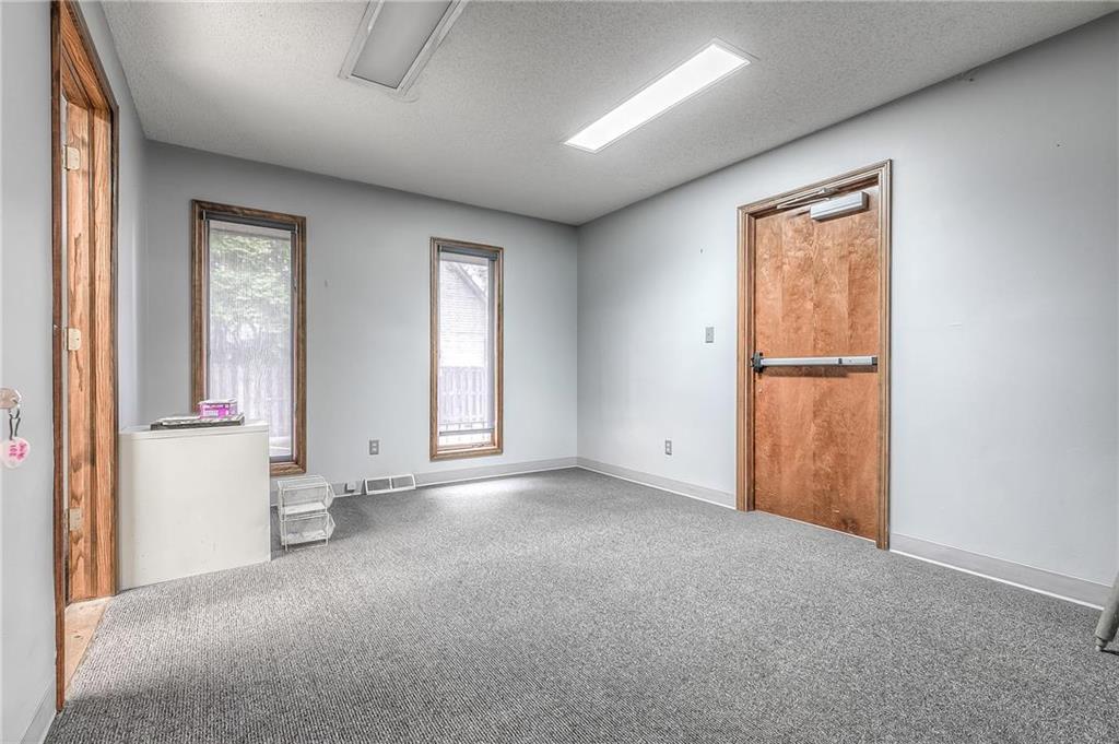 4 W Monroe Street Property Photo 20