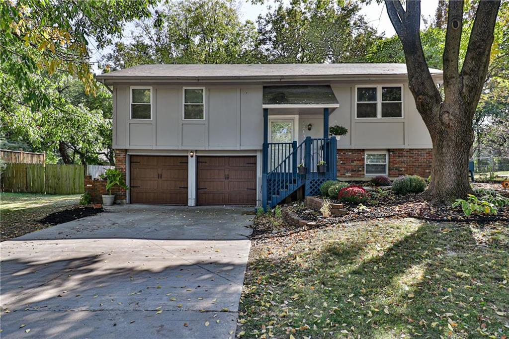 1213 SE 5TH Street Property Photo - Lee's Summit, MO real estate listing