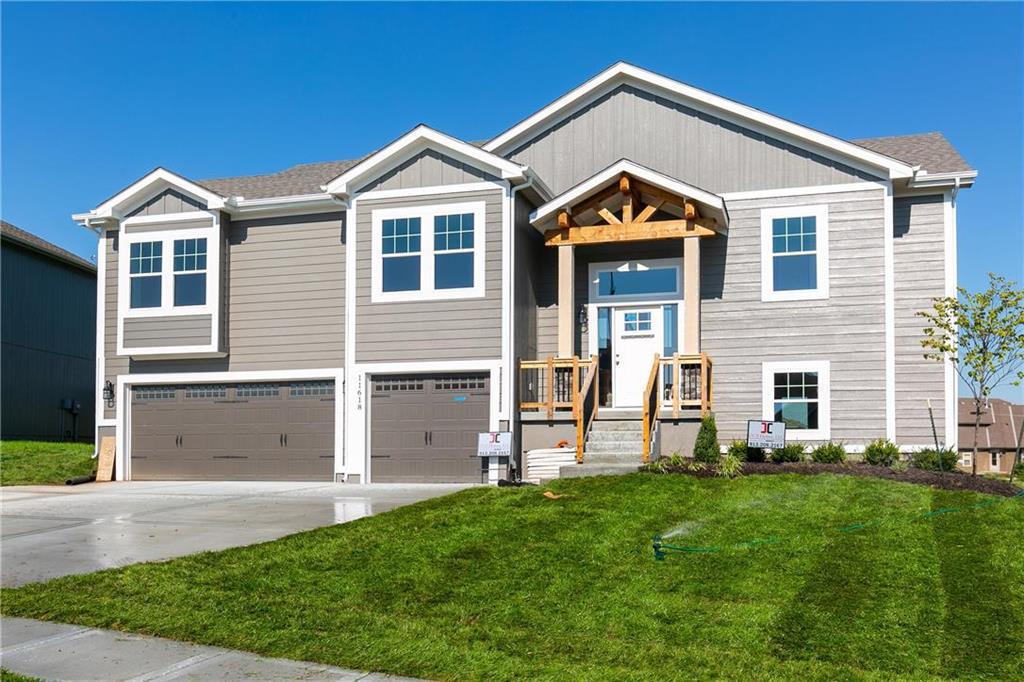 6012 NE 120th Street Property Photo - Kansas City, MO real estate listing