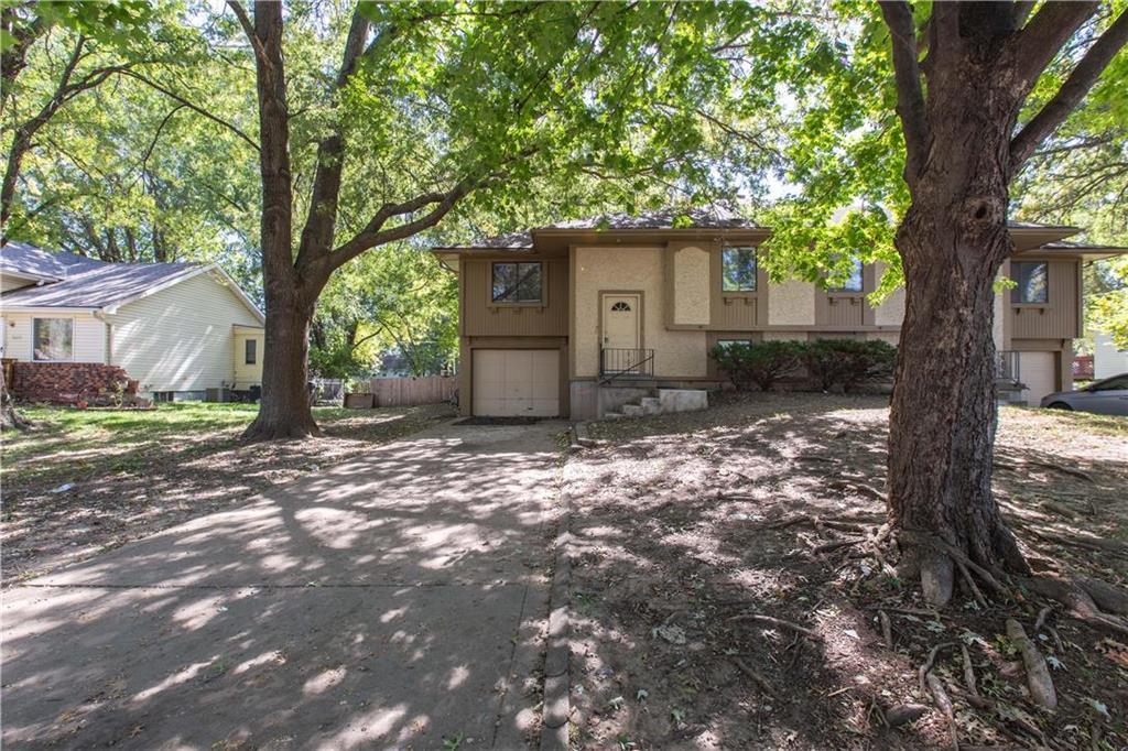 5641 Crest Drive Property Photo - Kansas City, KS real estate listing